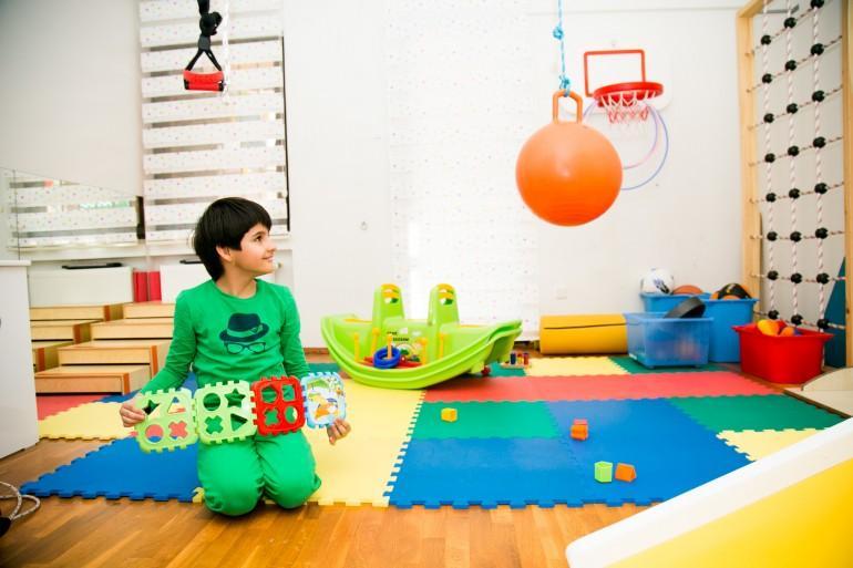 otizm nedir nedenleri belirtisi tedavisi