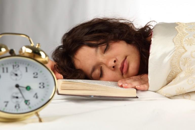 yorgun ve uykulu kadın