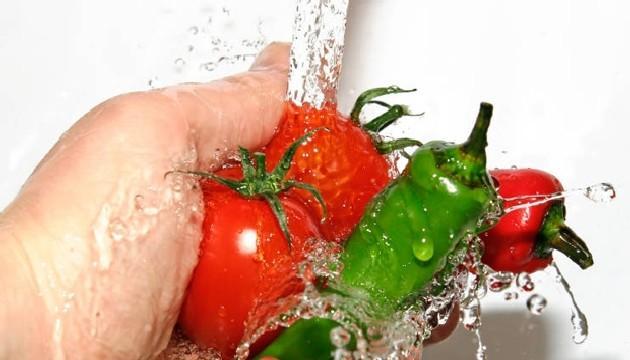yıkanan domates ve biber