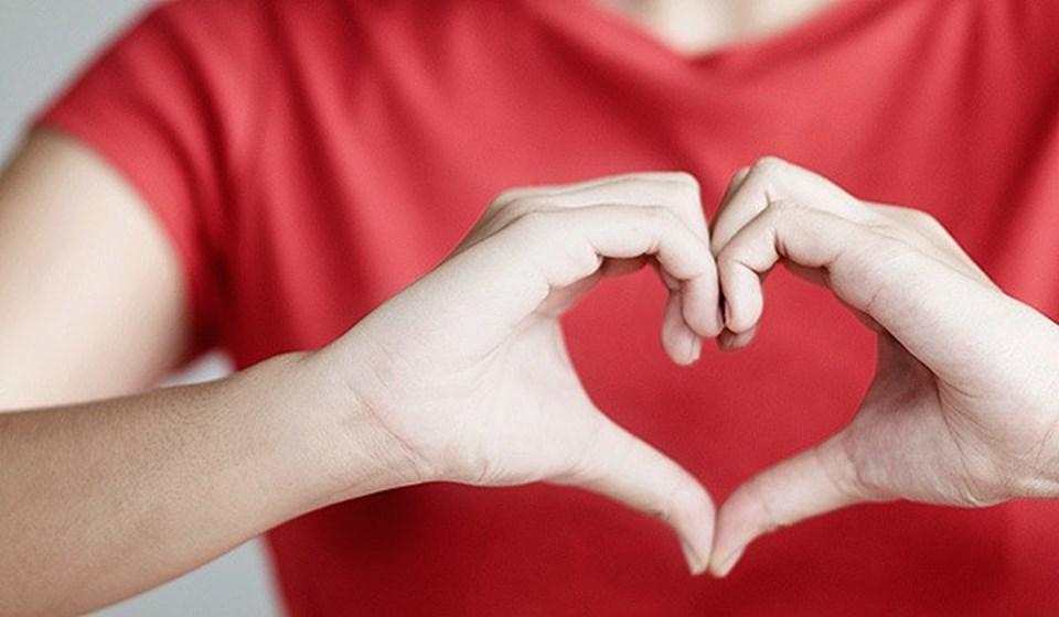 kalp yapan kadın