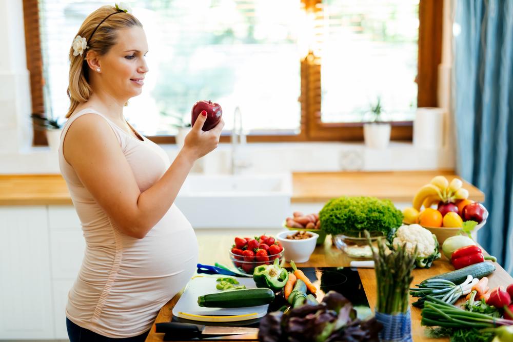 sağlıklı beslenen anne adayı