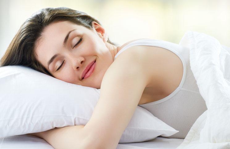 Sağlıklı Uyku Uyuyan Kadın
