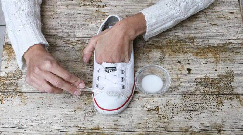 karbonatla bez ayakkabı temizliği