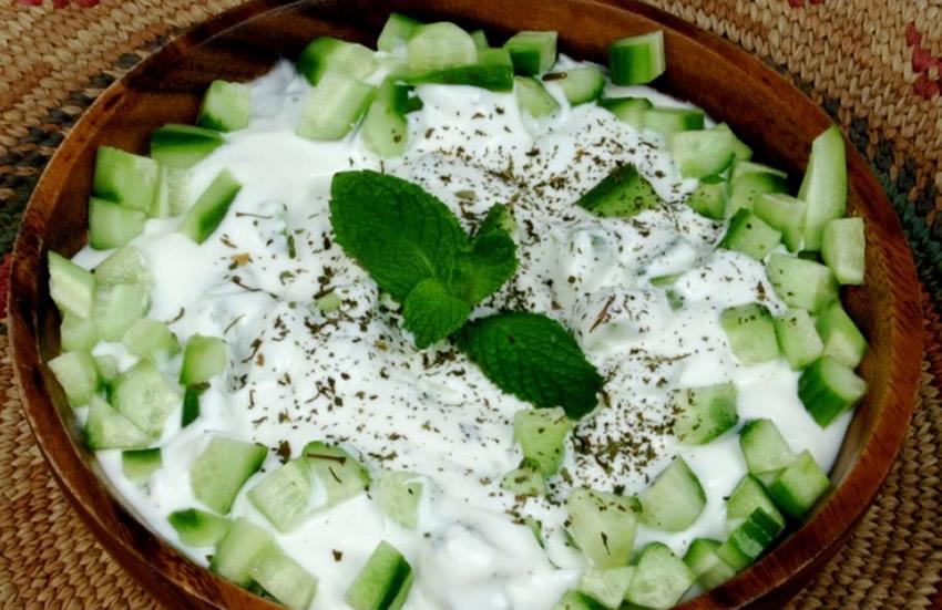 yoğurtlu salatalık