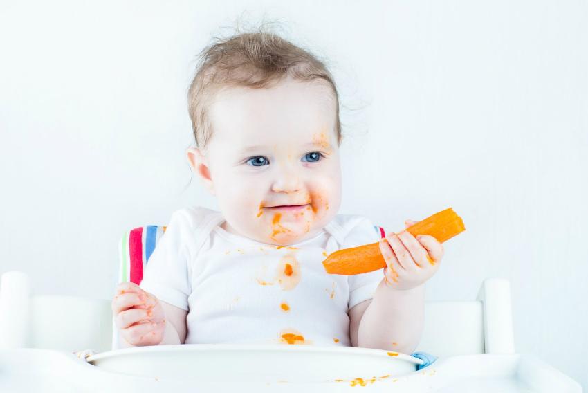 havuç yiyen bebe
