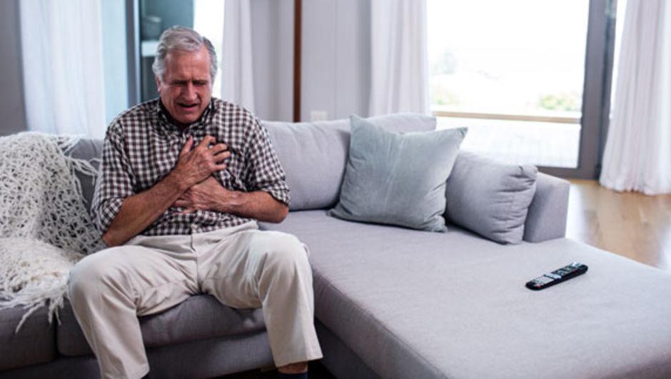 kalp krizi geçiren yaşlı